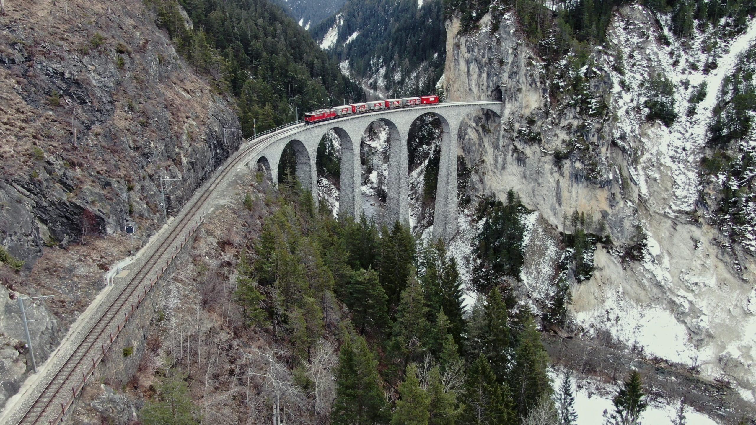 Drohnenflug Schweiz mit Eisenbahn